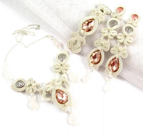 Brzoskwiniowa biżuteria ślubna