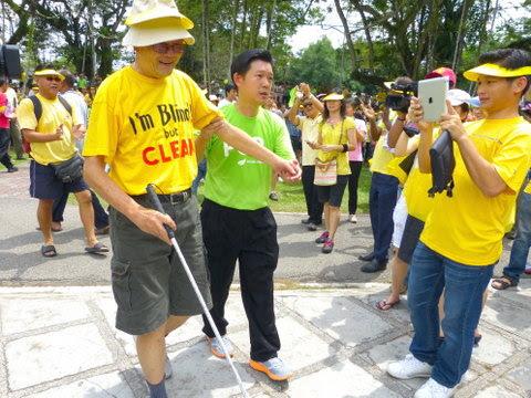 blind person at bersih
