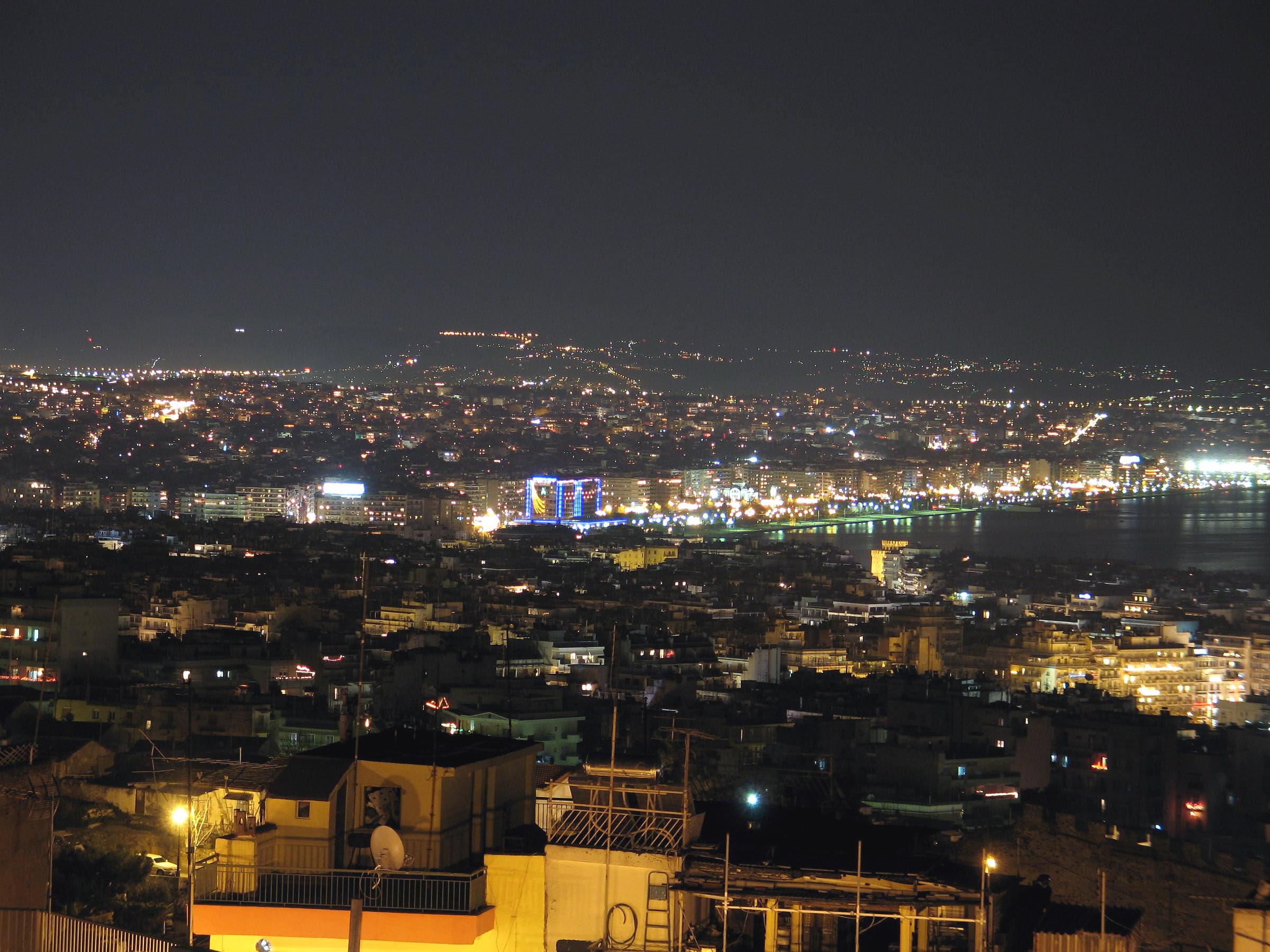 http://upload.wikimedia.org/wikipedia/en/1/1f/Thessaloniki_night.jpg