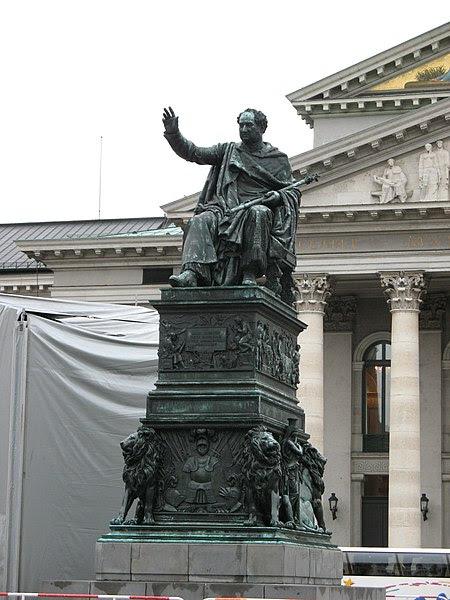 Archivo: 2374 - München - Max-Joseph-Platz.JPG