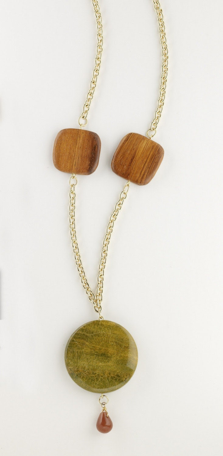 Chunky agate necklace with wood and stone