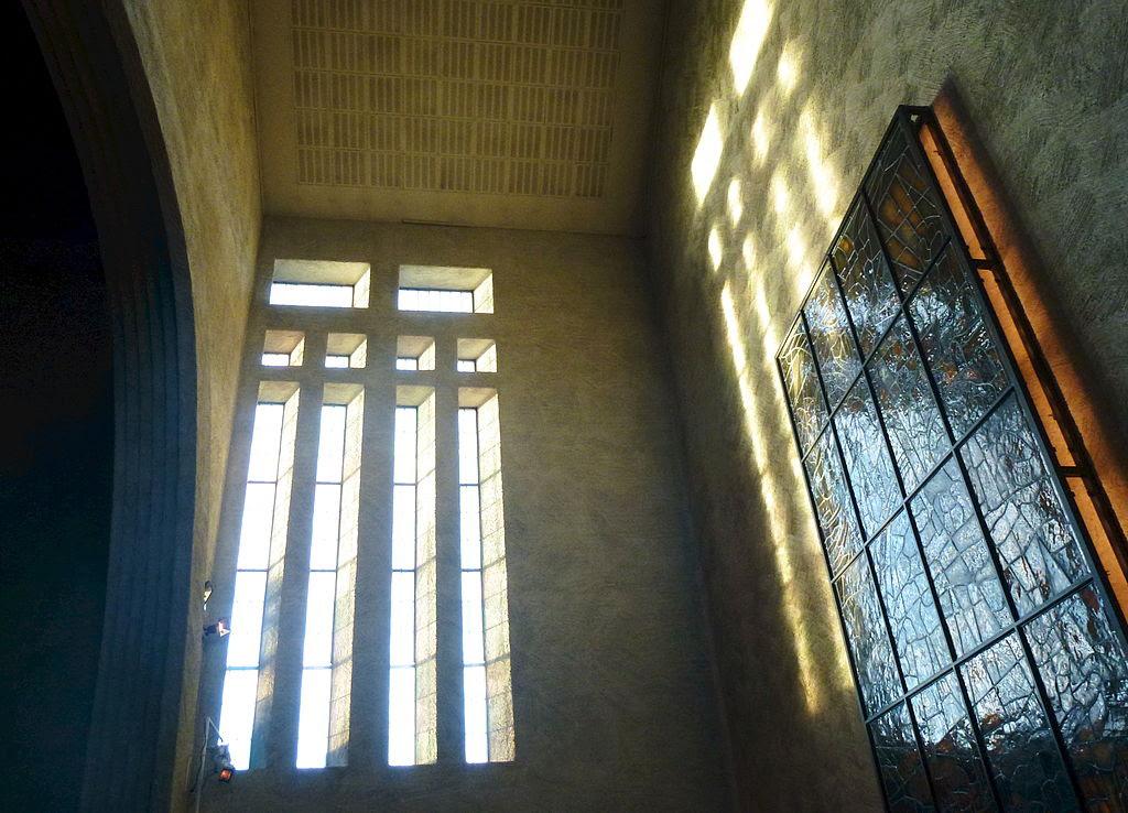 Essinge kyrka interiör 2013e.jpg