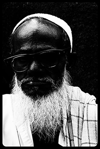 Jaffar Bhai Friendly Beggar Bandra Bazar Road by firoze shakir photographerno1