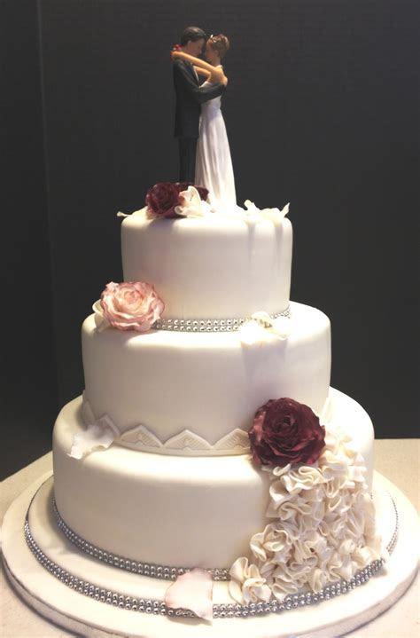 MaryMel Cakes: Romantic wedding in burgundy & white