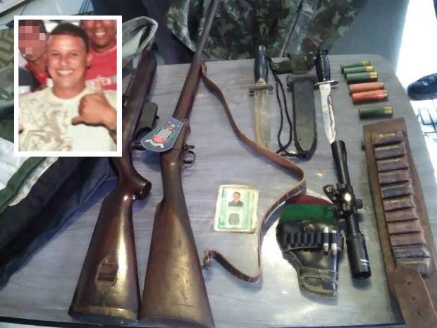 Armas de fogo e facas foram encontradas na casa de suspeito em Santos (Foto: G1)