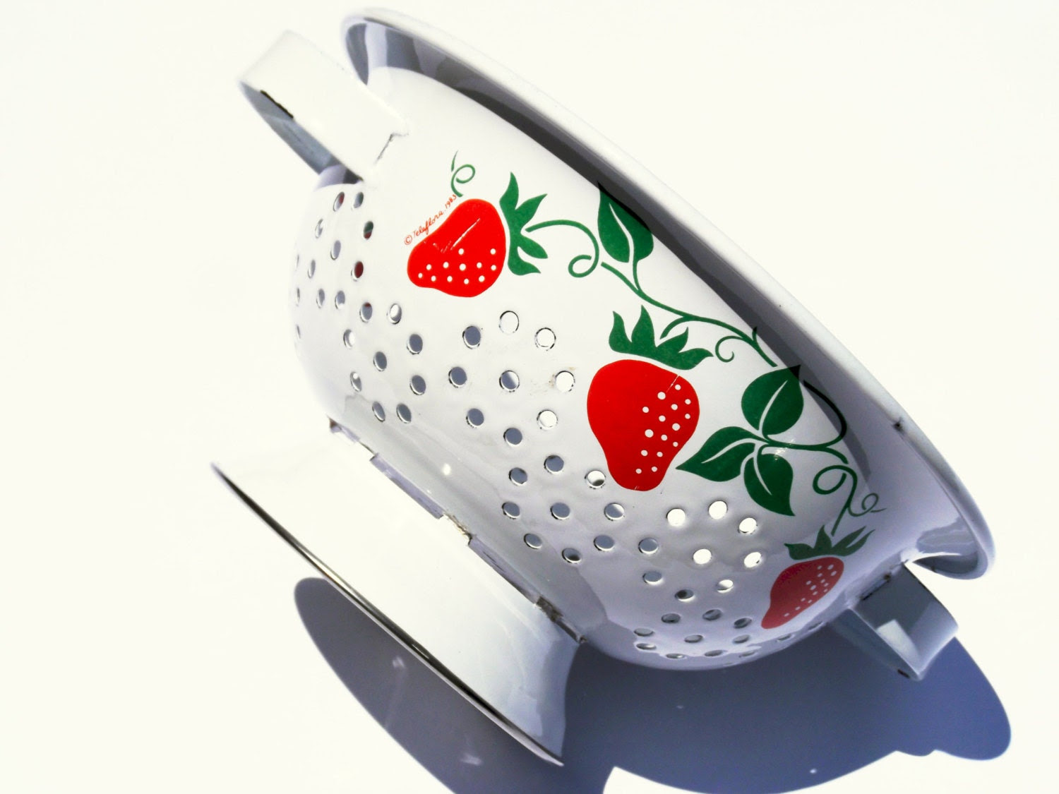 Vintage Strawberry Kitchen Colander | Pezzazz Shop | Etsy