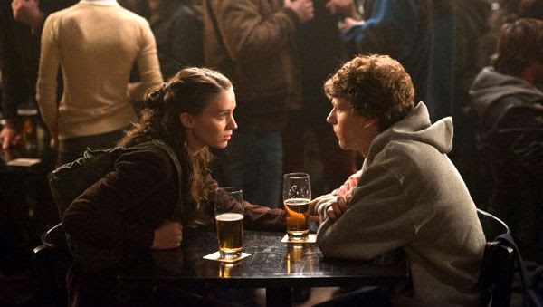 Rooney Mara and Jesse Eisenberg in THE SOCIAL NETWORK.