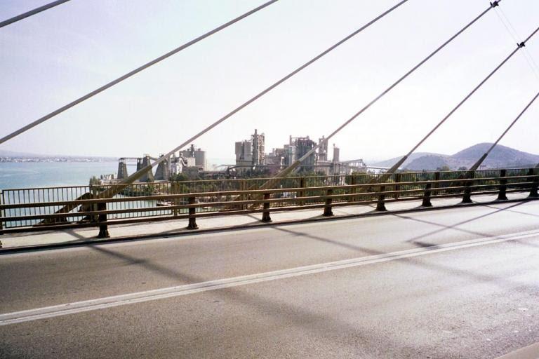 Εύβοια: Η διακοπή της κυκλοφορίας έφερε άγριο ξύλο στη γέφυρα της Χαλκίδας [vid] | Newsit.gr