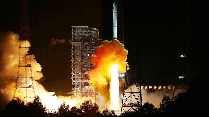 """Larga cohete 3C de marzo con la sonda lunar china """"Xiaofei"""" a bordo, puso en marcha el último día del 24/10 de Lanzamiento de Satélites de Xichang, en el Centro, en la provincia occidental de Sichuan de China (Reuters)"""