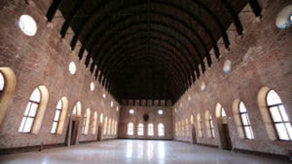 La imagen tiene un atributo ALT vacío; su nombre de archivo es 4-interior-basilica-2-4.jpg
