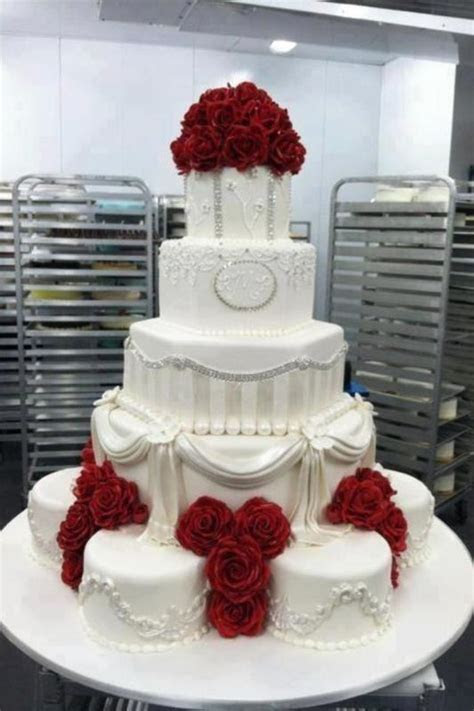 1000  ideas about White Wedding Cakes on Pinterest