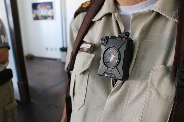 Bahia inicia testes de câmeras acopladas em fardas de policiais