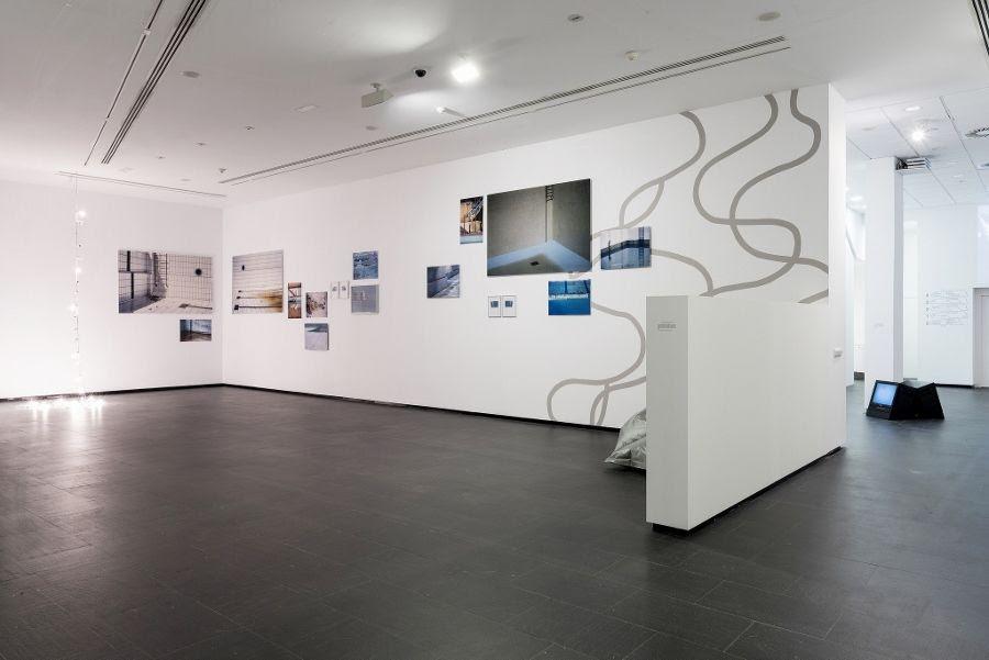 """Vista de la exposición """"Borrador para una exposición sin tíitulo (Cap. II)"""", de Cabello/Carceller, CA2M, 2017. Comisario: Manuel Segade. Foto: Andrés Arranz"""