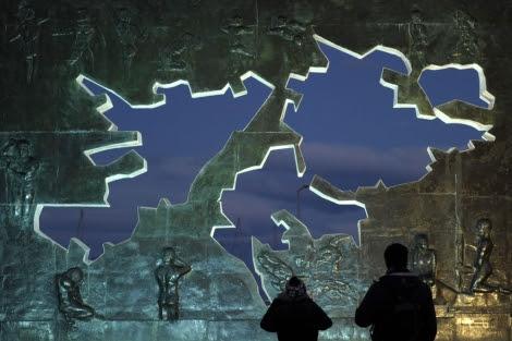 Imagen del monumento sobre las Malvinas en Ushuaia. | Afp