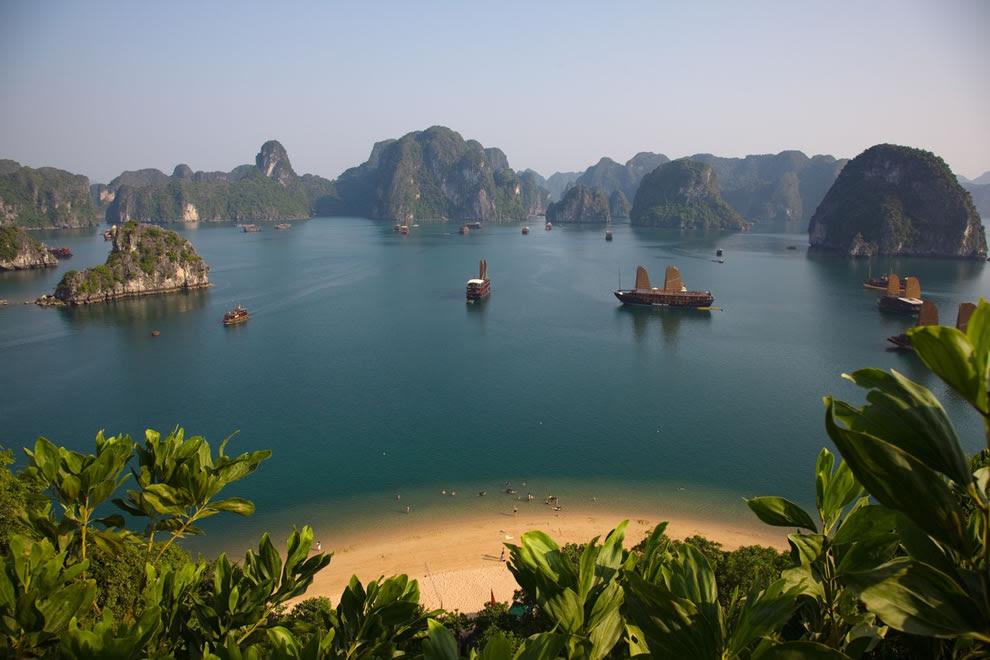 Titov eiland met uitzicht op Vietnam Ha Long Bay New7Wonders van de natuur