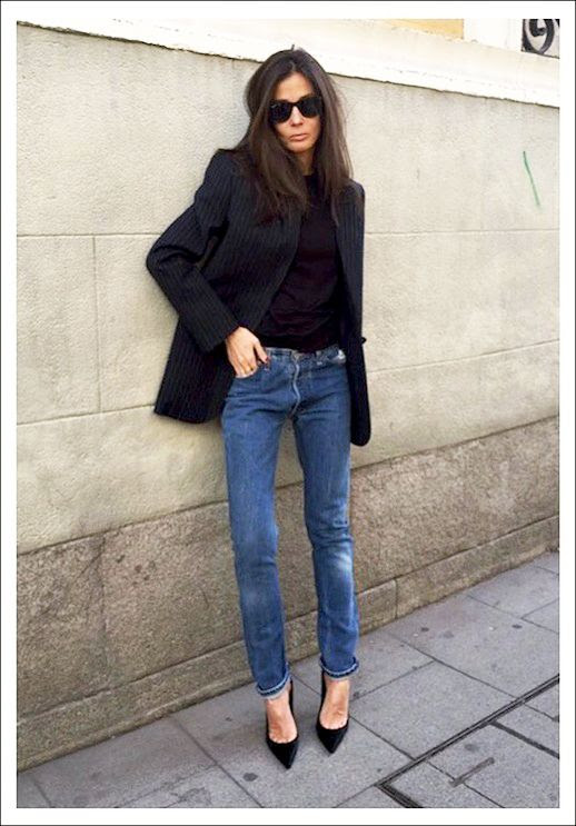 Le Fashion Blog Barbara Martelo Fall Street Style Oversized Sunglasses Pin Stripe Blazer Distressed Boyfriend Jeans Black Suede Pumps Instagram photo Le-Fashion-Blog-Barbara-Martelo-Fall-Street-Style-Oversized-Sunglasses-Pin-Stripe-Blazer-Distressed-Boyfriend-Jeans-Black-Suede-Pumps-Instagram.jpg