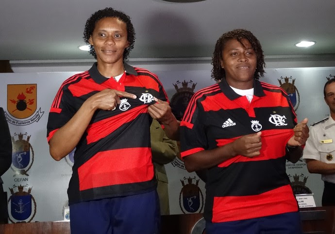 Flamengo apresenta time de futebol feminino