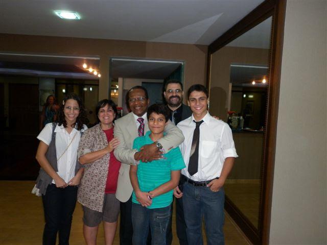 19) Raul Teixeira com a Família Baldovino (Laura-Regina-Raul-Estêvão-Enrique-Guilherme) em visita recente a Foz do Iguaçu em 14 03 2011