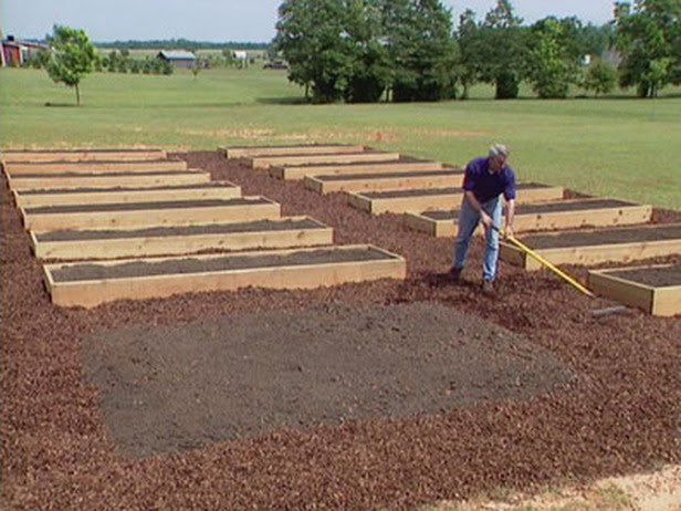 How to Build Raised Garden Beds : How-To : DIY Network