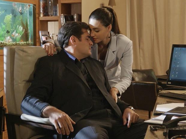 Eles não perdoam nem na hora de fazer sobre negócios (Foto: TV Globo)