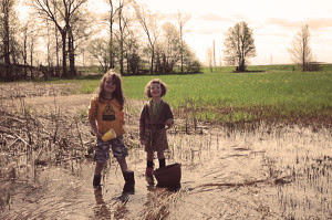 ashley-kids-catching-frogs