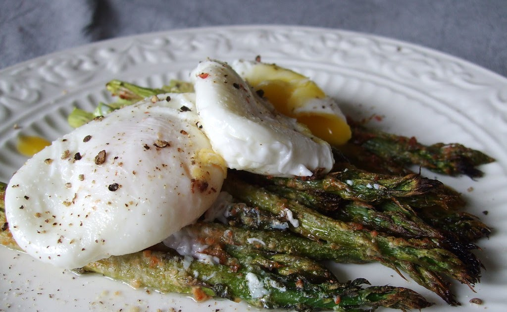 The Cast-Iron Darling: Roasted Asparagus with Poached Eggs