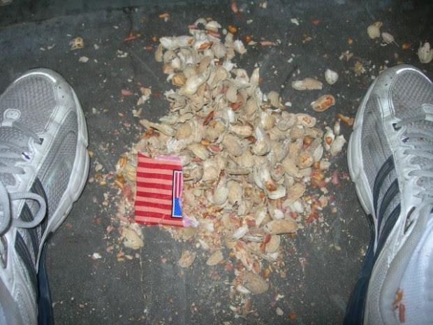 El curioso negocio que hay tras las cáscaras de cacahuetes recicladas