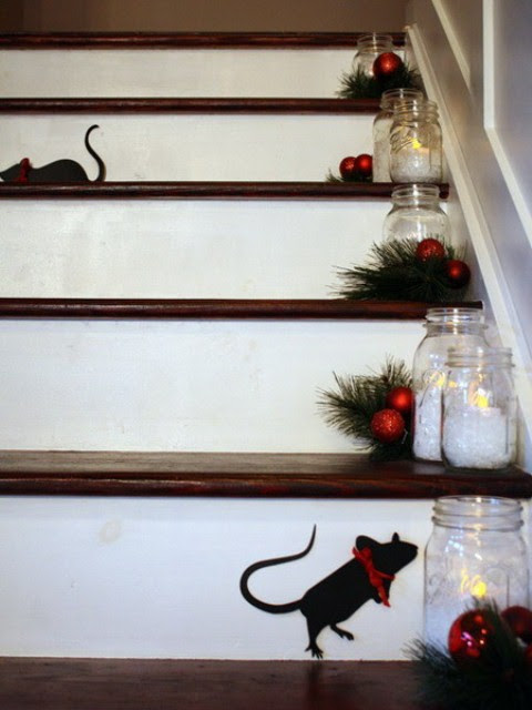 71 Awesome Christmas Stairs Decoration Ideas - 58 - Pelfind