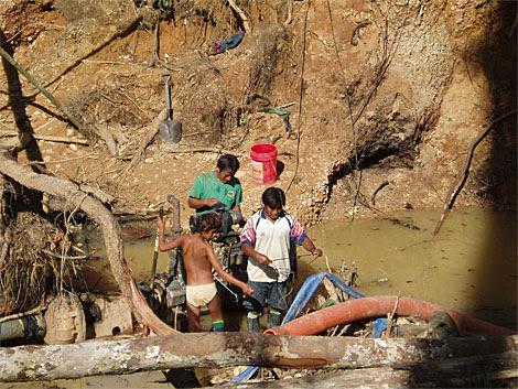 Lavaderos de oro artesanales en Madre de Dios. |Asociación Huarayo