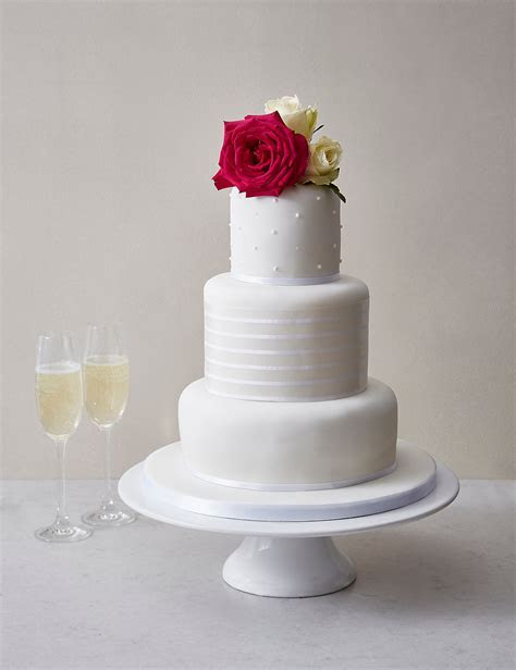 Wedding Cakes ? The Best High Street Options!   Woodhall Manor