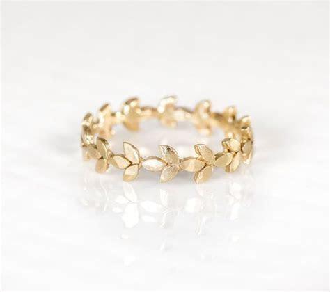 Vine Wedding Band in 14k Gold, Vine Leaf Stacking Ring