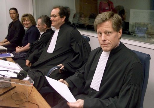 Mark Harmon (R), a then-prosecutor at the International War Crimes Tribunal in The Hague in 2000