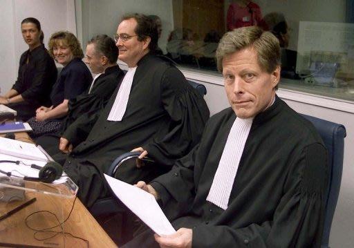 Mark Harmon (R), a then-prosecutor at the International War Crimes Tribunal in The Hague in 2000