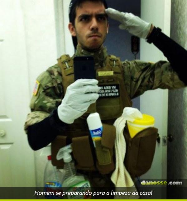 Homem se preparando para limpeza em casa!