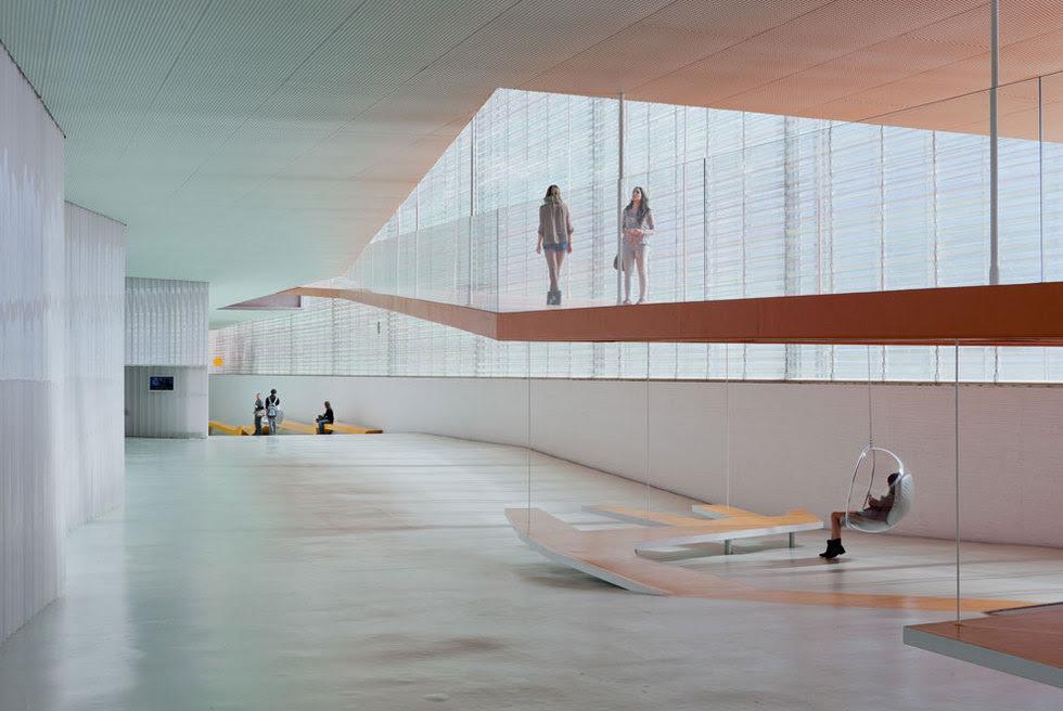 Interior del nuevo Palacio de Congresos y Auditorio El Batel