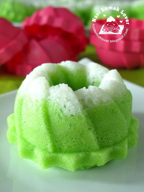 Puteri  Ayu (steamed mini pandan sponge cake)