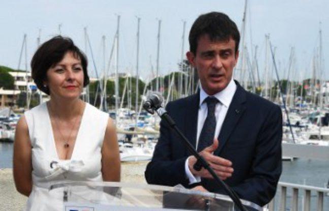 Le Premier ministre, Manuel Valls, lors d'un discours au Grau-du-Roi au côté de la présidente de la région Occitanie, Carole Delga, le 1er juillet 2016.