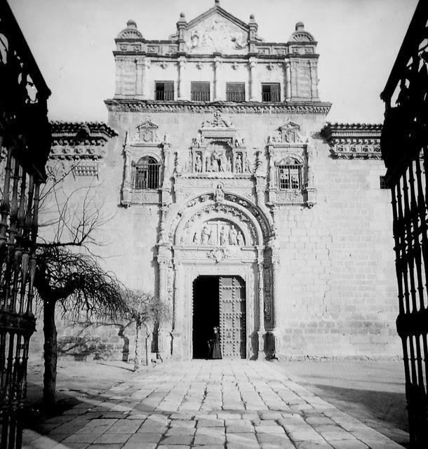 Museo de Santa Cruz de Toledo a finales del siglo XIX. Fotografía de Alexander Lamont Henderson