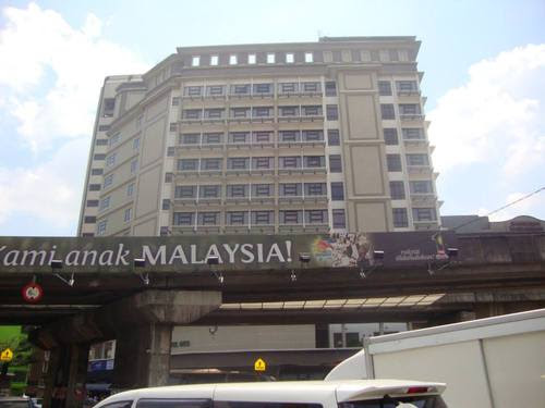 Станция Kuala Lumpur  пред хотела ни