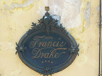 hôtel francis Drake.jpg