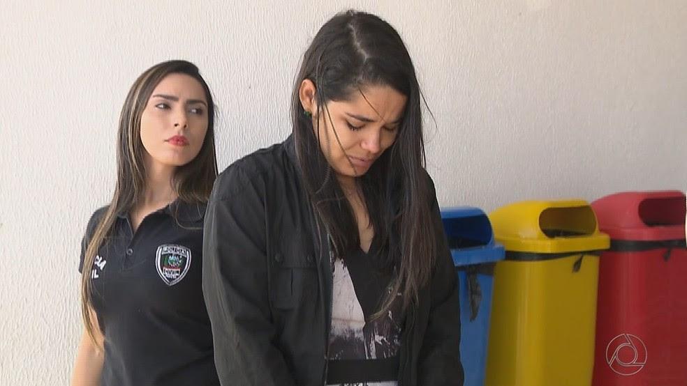Companheira de um dos irmãos chefes do grupo e irmã de agente do Detran-PB foi presa nesta sexta-feira (Foto: Reprodução/TV Cabo Branco)