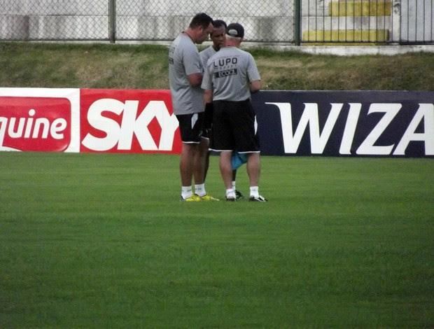 Roberto Fernandes, técnico do ABC e os auxiliares técnicos Luiz Müller e Zé do Carmo (Foto: Arthur Barbalho)