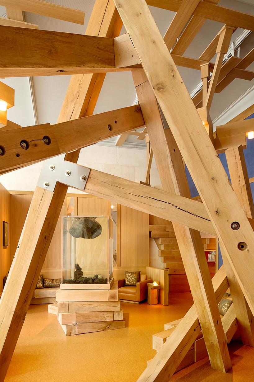edwin-chan-chalet-installation-piero-golia-nasher-sculpture-center-dallas-designboom-02