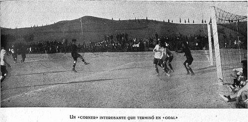 Partido de fútbol en la Escuela de Gimnasia de Toledo en 1924. Fotografía de Rodríguez para El Castellano
