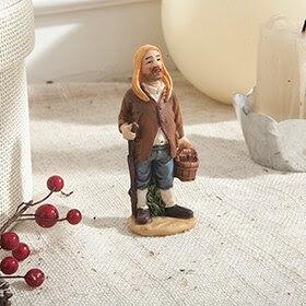 Figura de pastor con bastón y cesta de 10cm