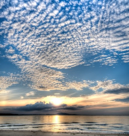 Altocumulus. Foto: Lawrence Wee / Shutterstock.com