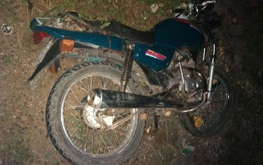 Moto estava caída próximo à vítima | Foto: Leitor do Notícias de Santaluz