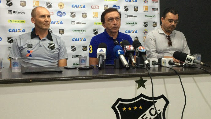 Apresentação Gilmar Dal Pozzo, técnico do ABC (Foto: Jocaff Souza/GloboEsporte.com)