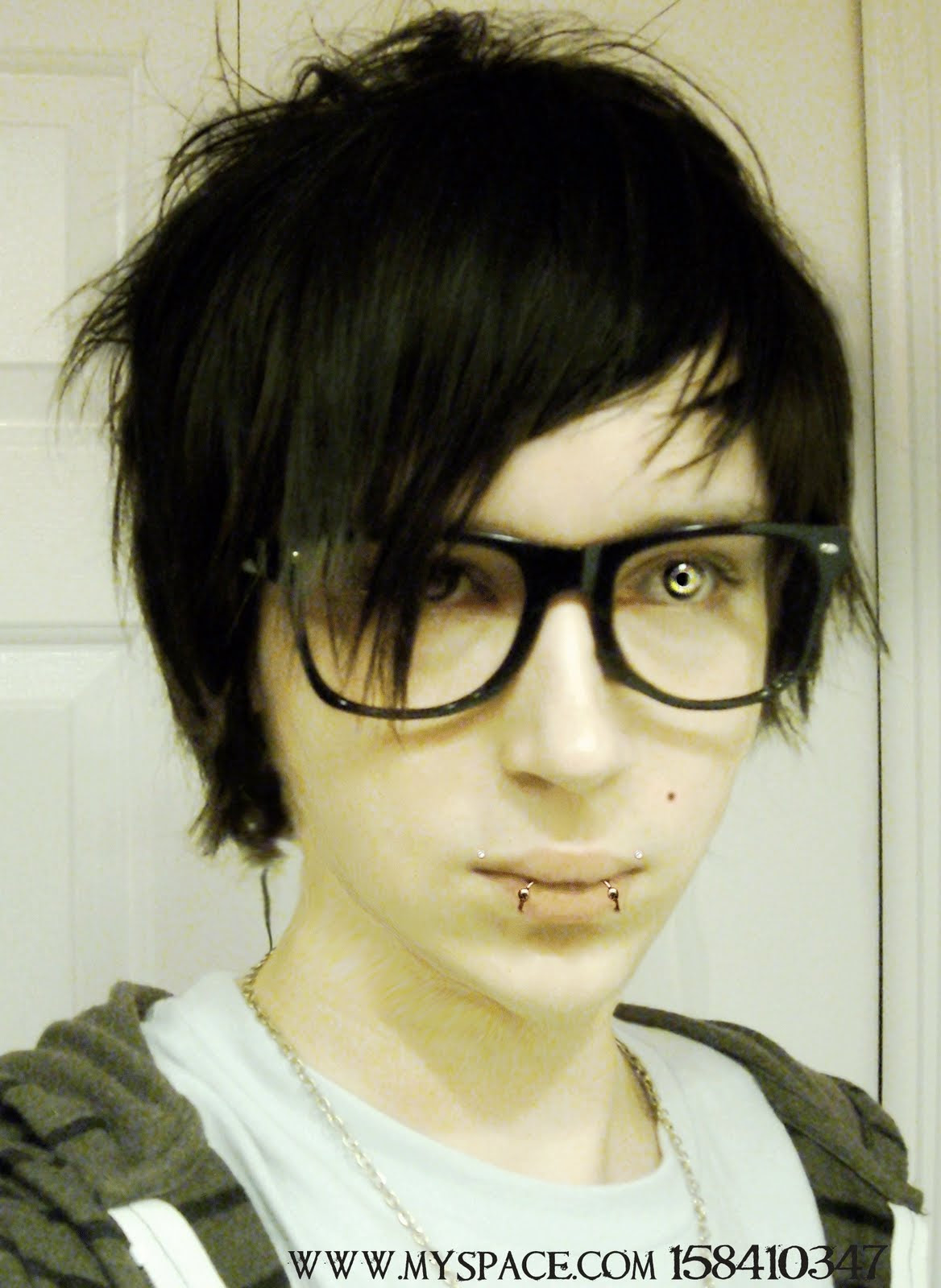 EMO HAIR FOR GIRLS WITH SHORT HAIR