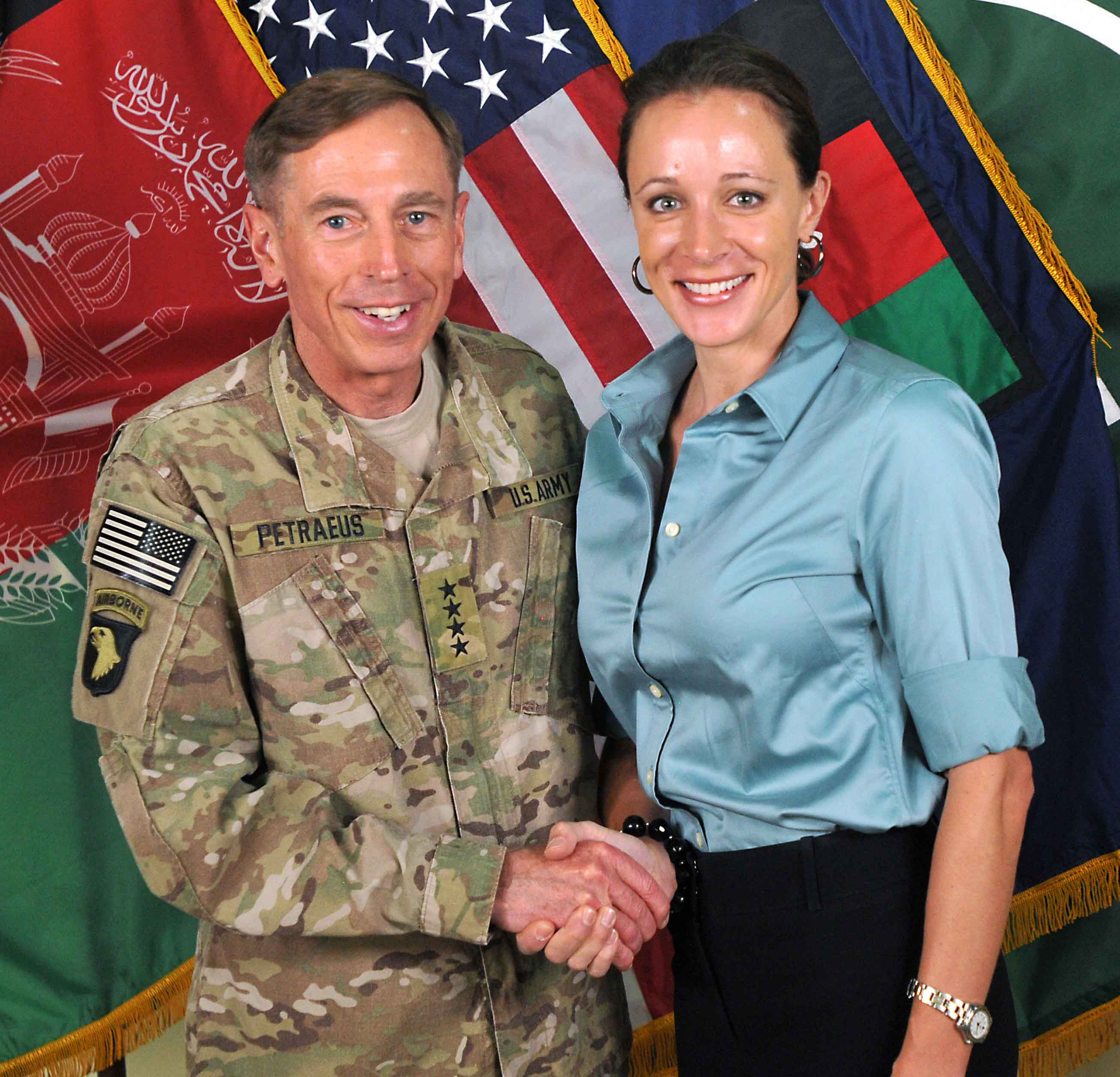 http://upload.wikimedia.org/wikipedia/commons/d/d5/David_Petraeus_and_Paula_Broadwell.jpg
